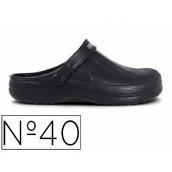 Zueco marca Paredes Color Negro talla 40